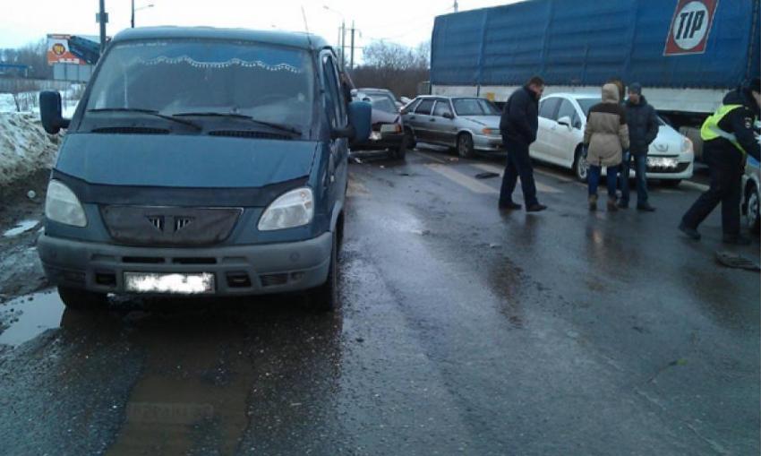 Вмассовом ДТП воФроловском районе пострадала 57-летняя пасажирка
