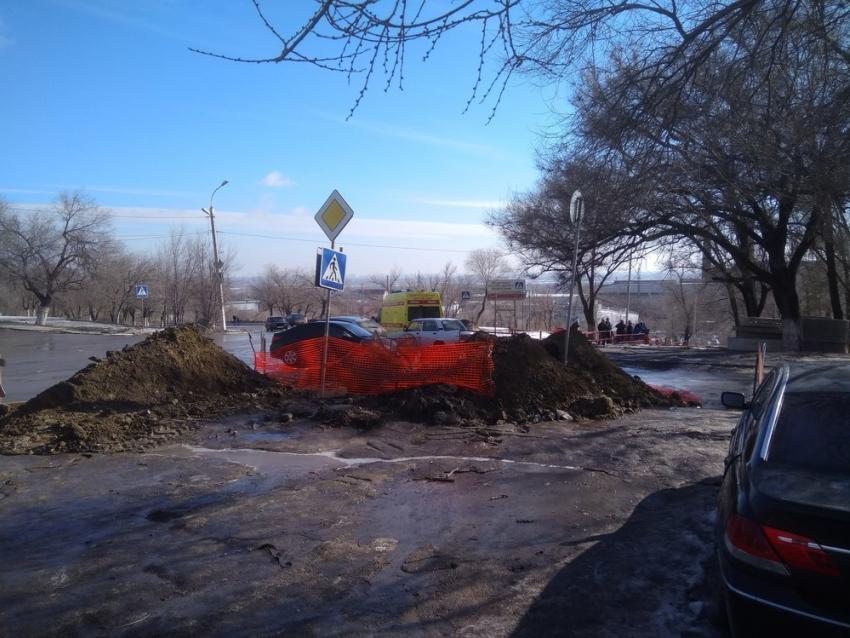 Насевере Волгограда автомобиль насклоне вылетел напешеходную лестницу— свидетели
