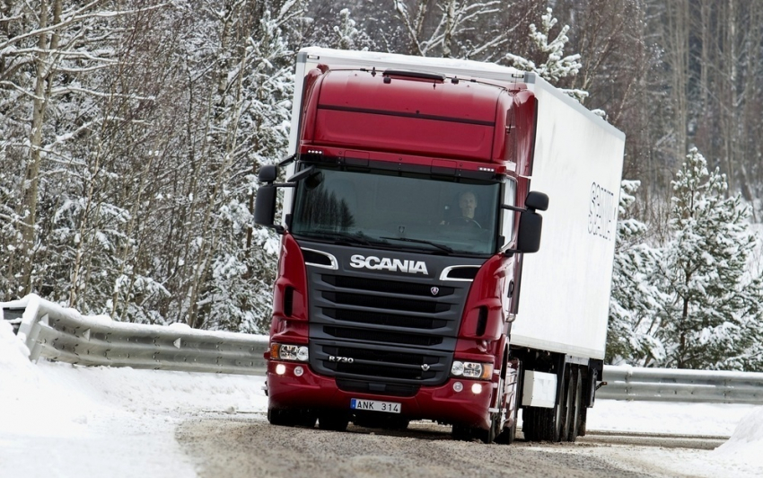 «Тойота» залетела под фуру вВолгоградской области, пострадал шофёр легковой машины