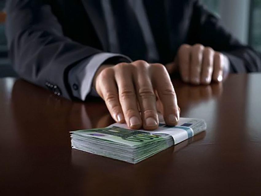 Завзятку налоговику предприниматель изВолгограда отсидит семь споловиной лет