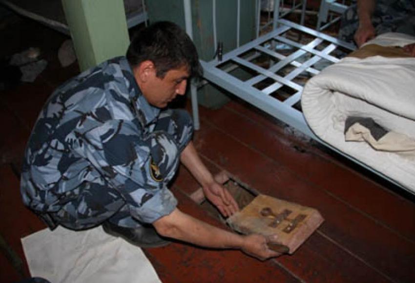Оперативник УФСИН вел торговлю вколонии сотовыми телефонами
