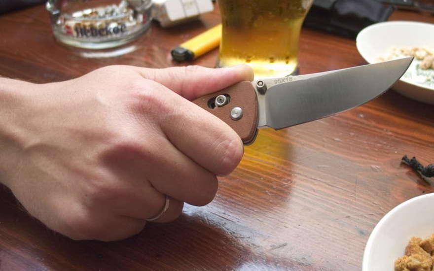 Под Волгоградом мужчина нанес женщине 87 ножевых ранений из-за мусорки