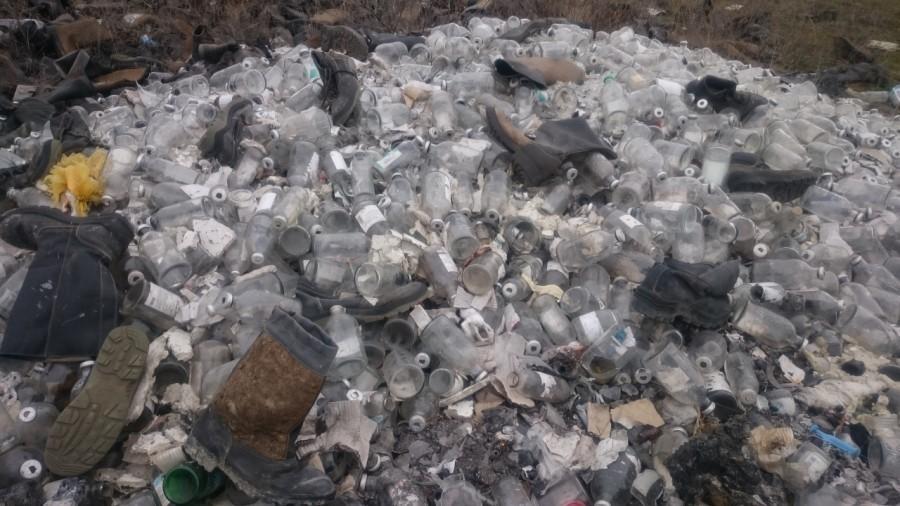 На Горной Поляне медотходы выбросил мусороперевозчик