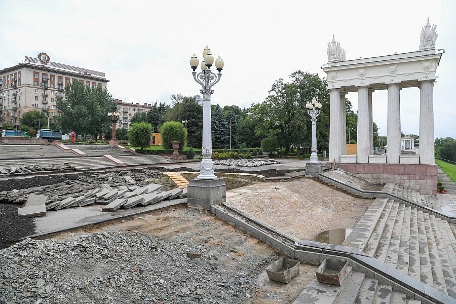 Уже Сергей Собянин помогает в реконструкции набережной Волгограда