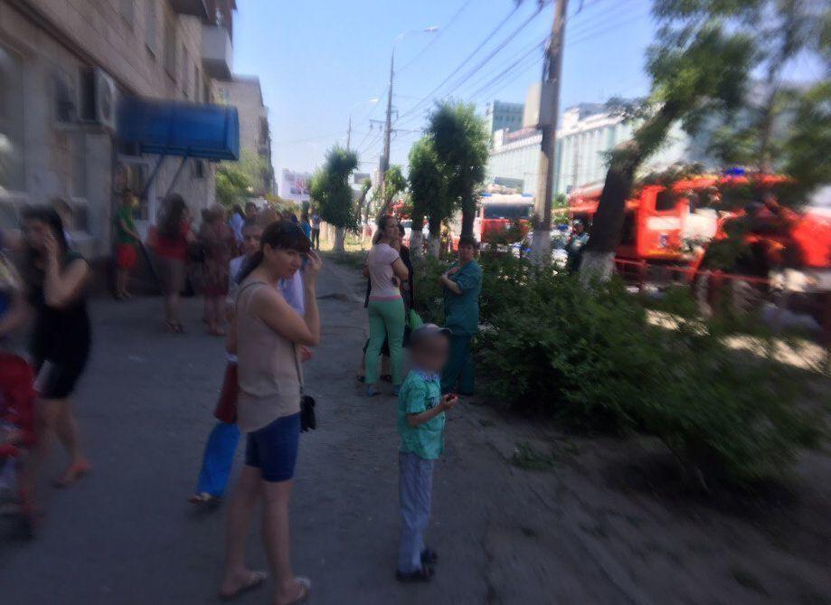 38 человек эвакуировали из детской поликлиники в Волгограде из-за короткого замыкания