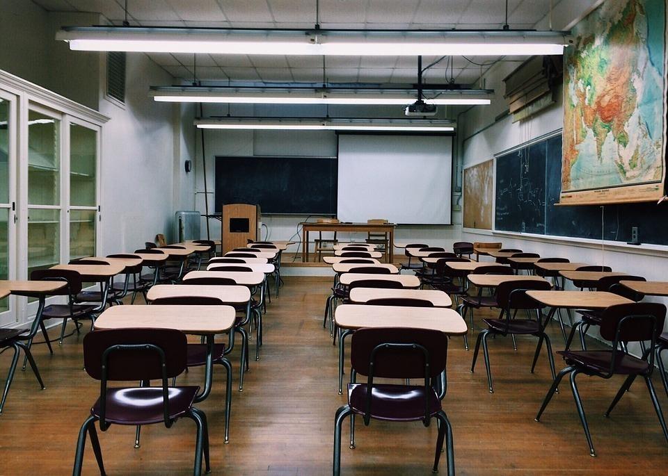 Проблемы с освещением, мебелью и гигиеной: школы региона не готовы принимать учеников