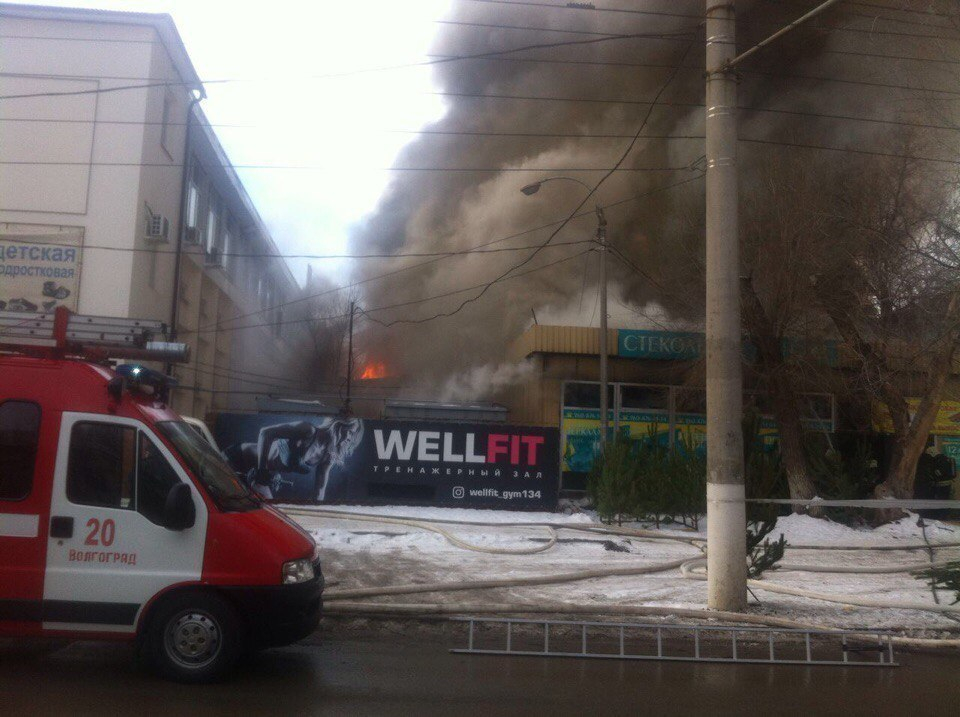 Крупный пожар в Ворошиловском районе Волгограда: взорвался газовый баллон