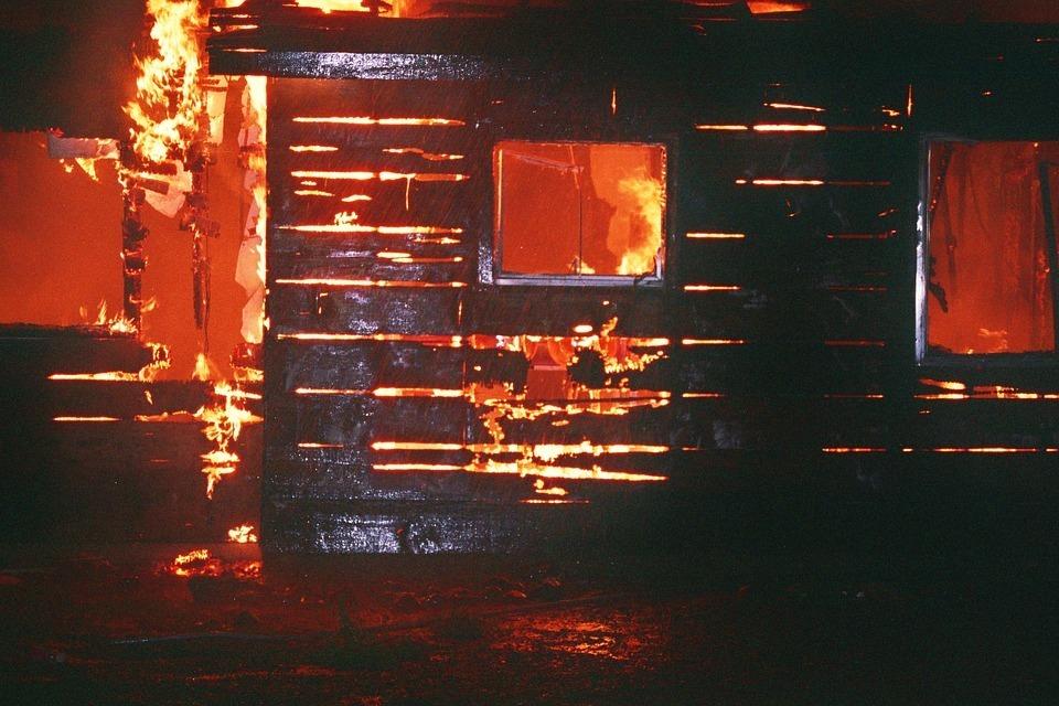 Мужчина сгорел в деревянном доме в хуторе Волгоградской области