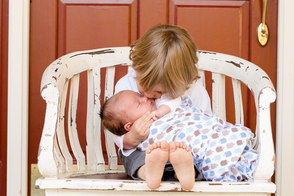 Малышку с обожженной глоткой дома обнаружили родители в Волгоградской области