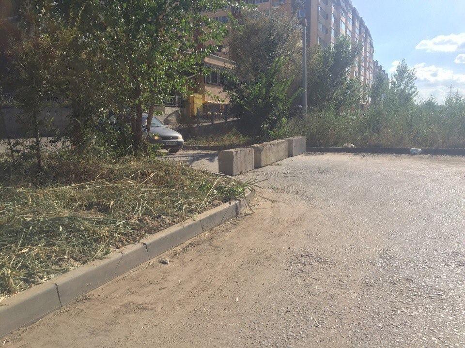Жильцы соседних многоэтажек недовольны закрытием проезда на улице Шекснинской