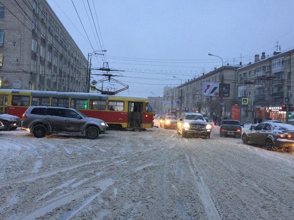 Из-за поломки трамвая парализовано движение в Ворошиловском районе