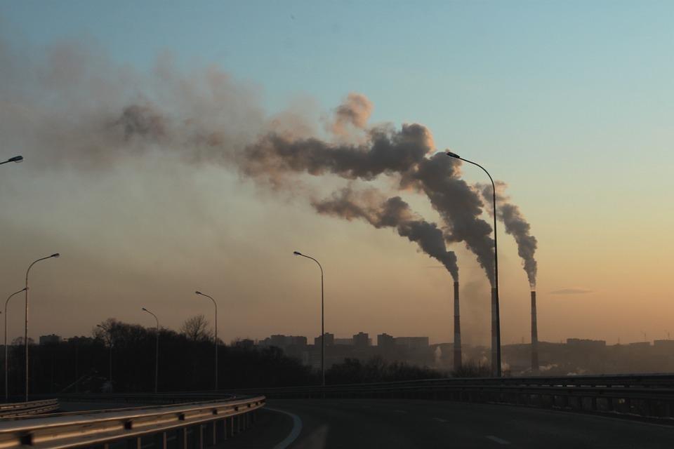 На юге Волгограда алюминиевый завод оштрафовали за отравление воздуха