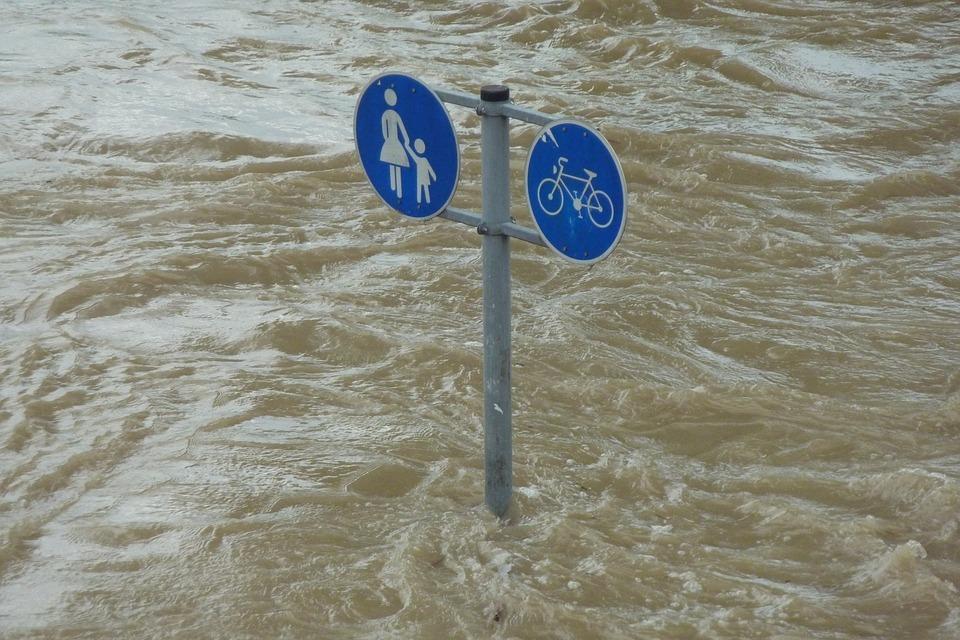 Готовим резиновые сапоги и надувные лодки: дождь будет лить в Волгограде до конца суток