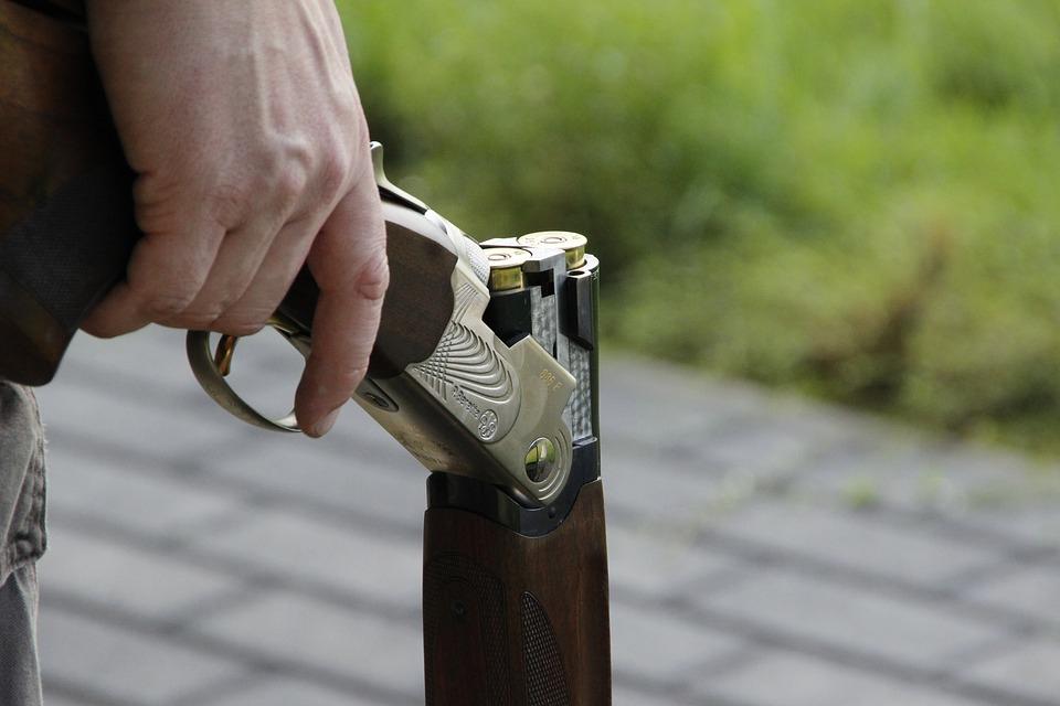 «Дзержинский стрелок»: в Волгограде пенсионер пошел с ружьем на соседа