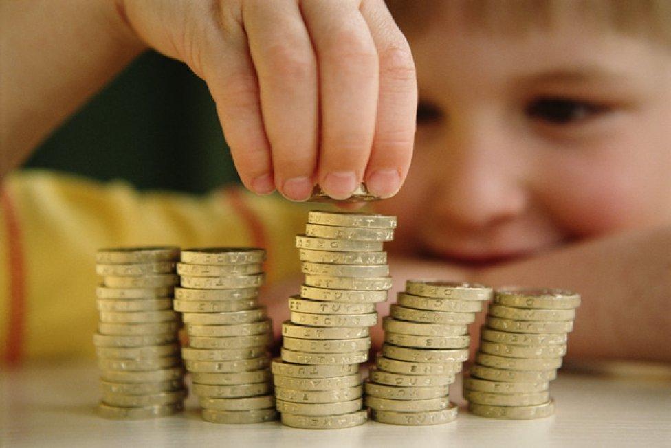 В Волгоградской области депутаты потратят на детей-сирот и безработных более 300 млн рублей