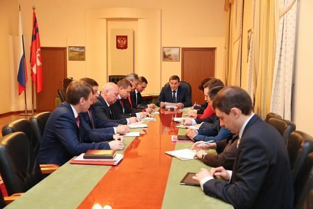 Губернатор Андрей Бочаров приказал своевременно платить подрядчикам