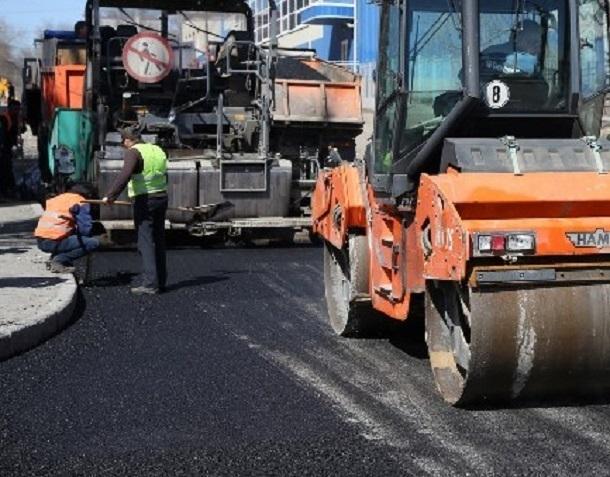 В центре Волгограда опять ремонтируют дорогу на Советской