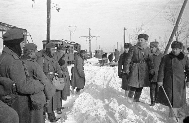 Дамскими муфтами и манто снабдил Гитлер свою замерзающую армию под Сталинградом