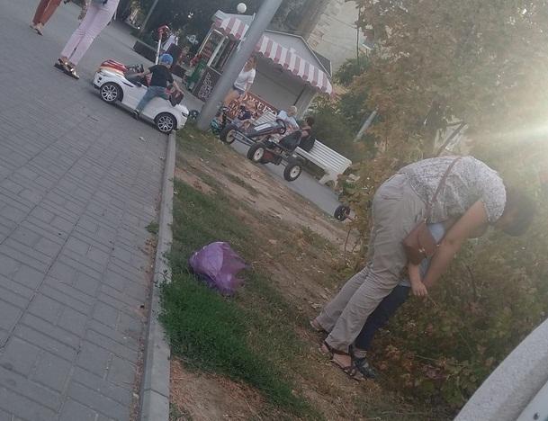 Волгоградцы разделились на два лагеря из-за фото писающего мальчика