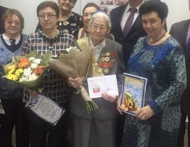 Ветеран из Волгограда отметила 90-летний юбилей