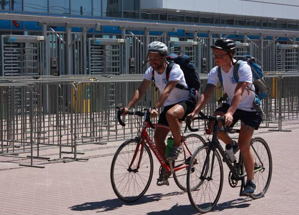 Двое болельщиков 24 дня ехали на велосипедах из Англии в Волгоград