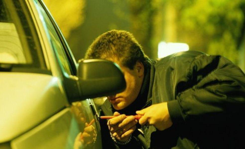 На юге Волгограда неизвестные ограбили авто на 600 тысяч