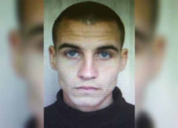 25-летний преступник с голубыми глазами сбежал из колонии и прячется в Волгограде