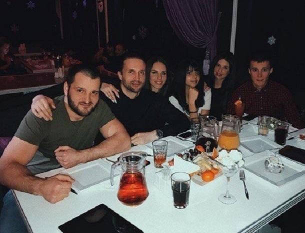 Звезды «Дома-2» Алиана Устиненко и Алексей Самсонов зажгли в караоке Волгограда