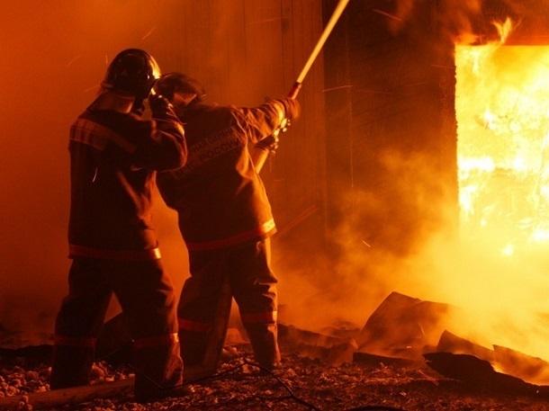 Волгоградцев напугал сильный пожар на севере города