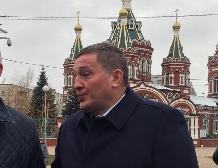 Губернатор Андрей Бочаров заявил, что хотели заживо сжечь всю его семью
