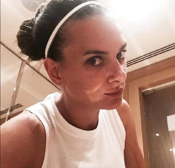 Волгоградка Елена Исинбаева впервые отправилась на тренировку после рождения сына