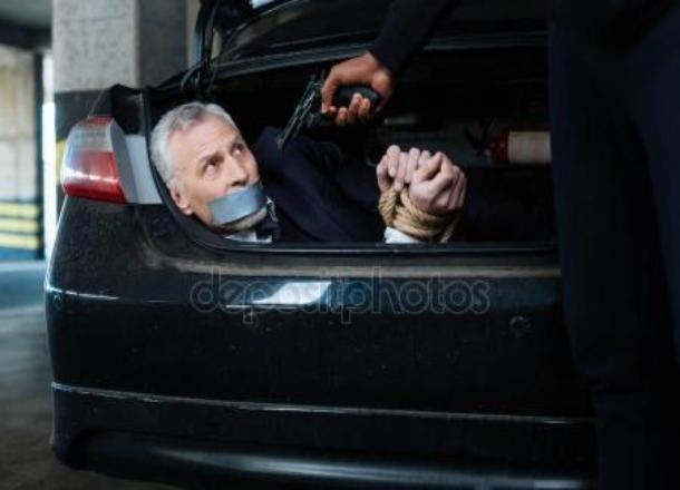 Мужчину  избили и похитители, погрузив в багажник Porsche Cayenne в Камышине
