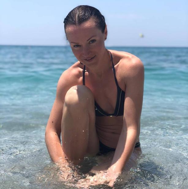 Олимпийская чемпионка из Волгограда устроила фотосессию в купальниках