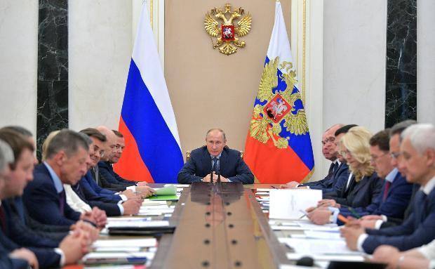 На совещании у Владимира Путина опять недобрым словом вспоминали Волгоградскую область