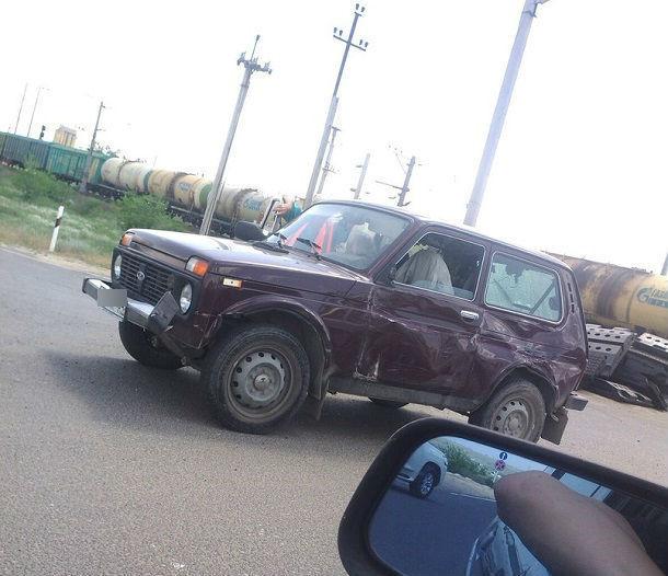 Поезд протаранил «Ниву» на Третьей Продольной в Волгограде