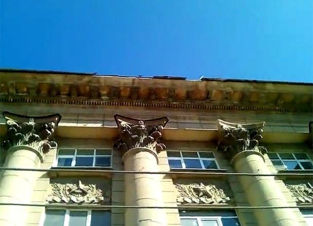 Волгоградцы попросили военную прокуратуру обратить внимание на свою крышу