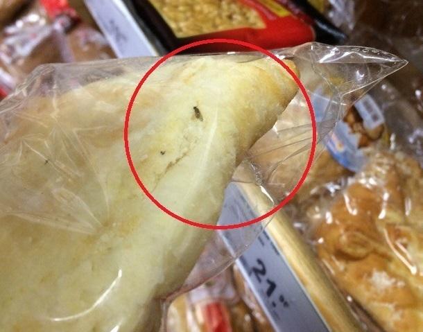 Булочками с мухой торгуют в супермаркете на юге Волгограда