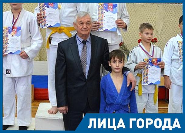 За 50 лет работы через меня прошло столько генералов, - волгоградский тренер Владимир Лазарев