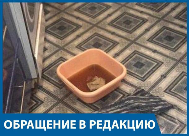 Дети чудом  спаслись от кипятка из прорвавшейся трубы в двухэтажном доме на юге Волгограда