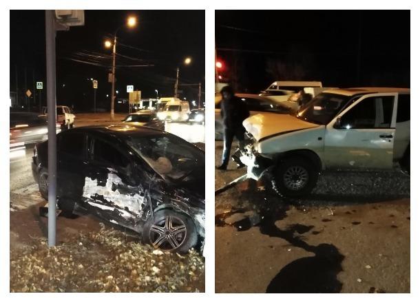 Очевидцы сообщают о сильном столкновении двух иномарок на вечерней дороге в Волгограде