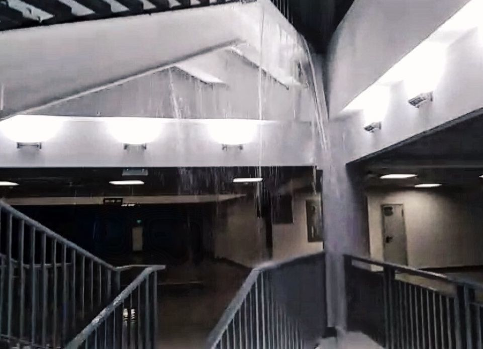 В построенном за 17 млрд рублей стадионе «Волгограде Арена» протекла президентская столовая