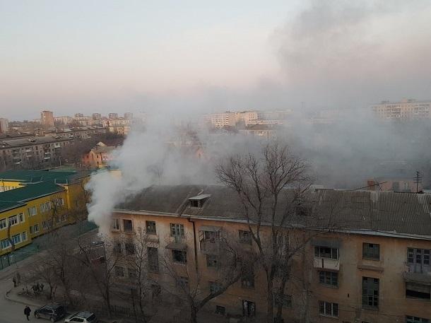 Неизвестные подожгли место обитания бомжей на севере Волгограда