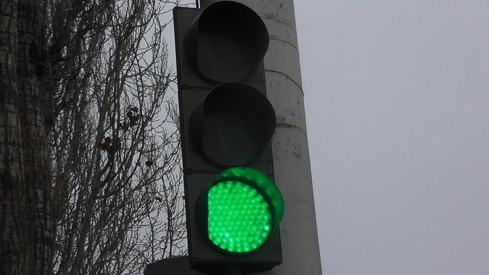 Автобус сбил женщину на «зеленый» в центре Волгограда
