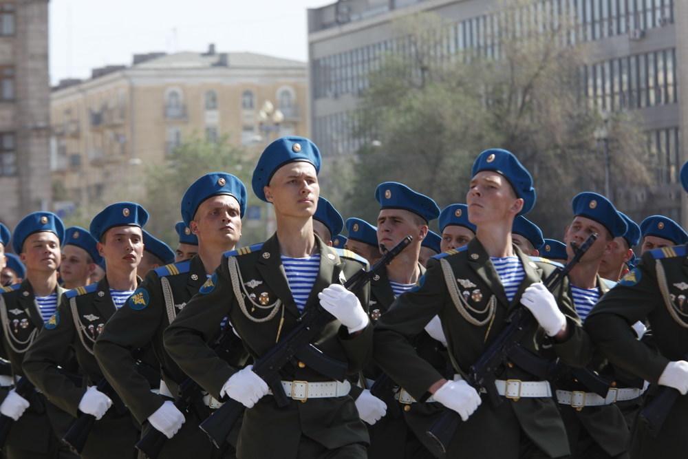 В Волгограде прошел военный парад