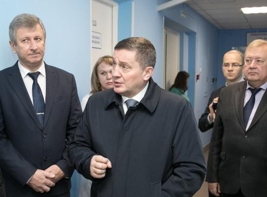 Волгоградский губернатор сходил в поликлинику