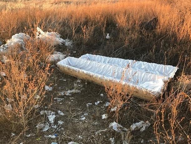 На трассе под Волгоградом валяются пустые гробы