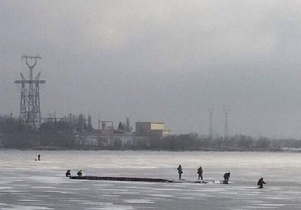 Волгоградские рыбаки снова рискнули выйти на лед, забыв о недавнем ЧП