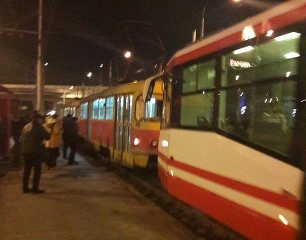 Сломавшийся трамвай вытолкали из подземки Волгограда