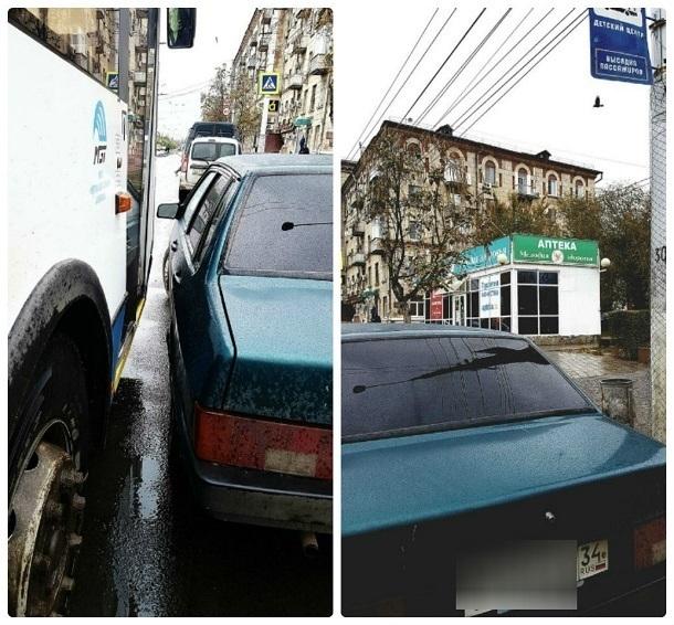 Водитель ВАЗа заставил бабушек выходить из автобуса «Питеравто» прямо в салон его машины