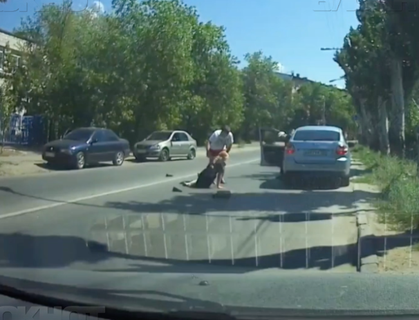 ДТП со сбитой девушкой-полицейским сняли на видео в Волжском